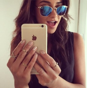 shay-mitchell-selfie-iphone6